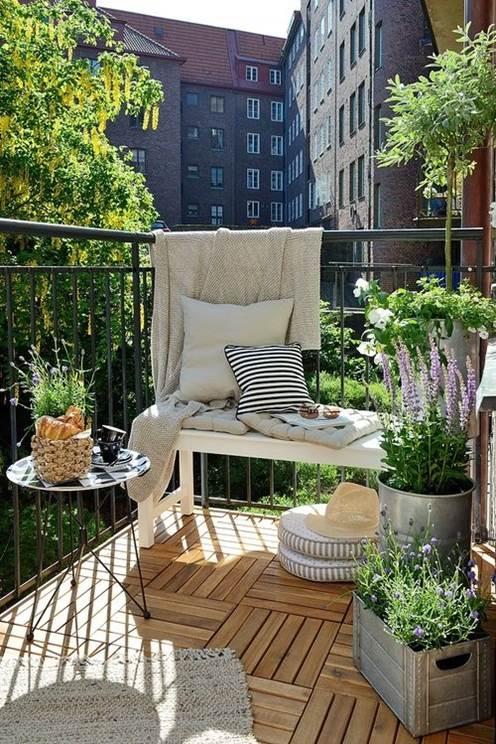 Blommande balkong